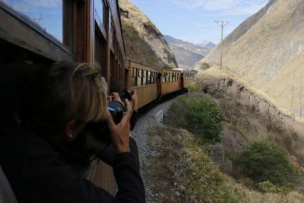 Alausí-en-Chimborazo-es-el-segundo-Pueblo-Mágico-del-Ecuador